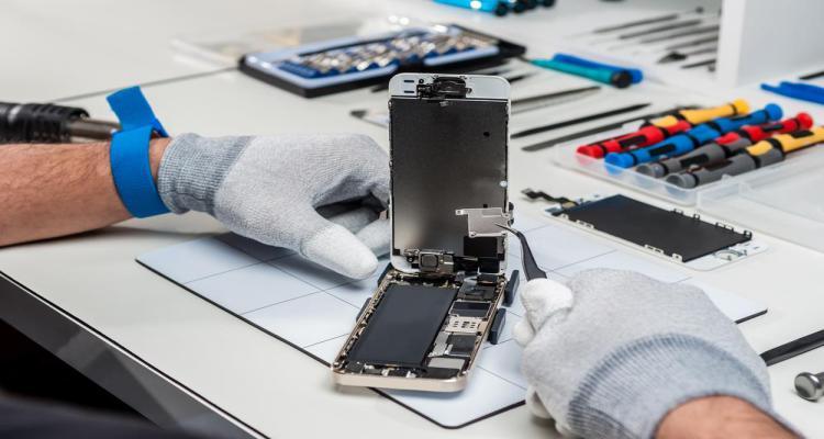 Resultado de imagem para imagens conserto de celulares